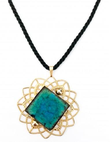 collana con ciondolo in pietra lavica verde smeraldo