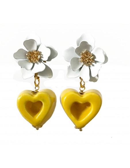 orecchini pendenti con fiore e cuore in ceramica
