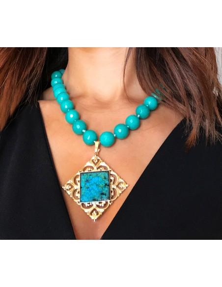 collana pietre dure verde smeraldo e ciondolo in pietra lavica