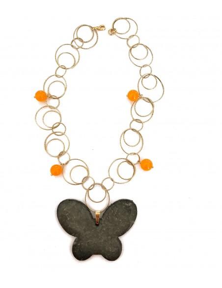 collana con ciondolo farfalla in pietra lavica dell'Etna