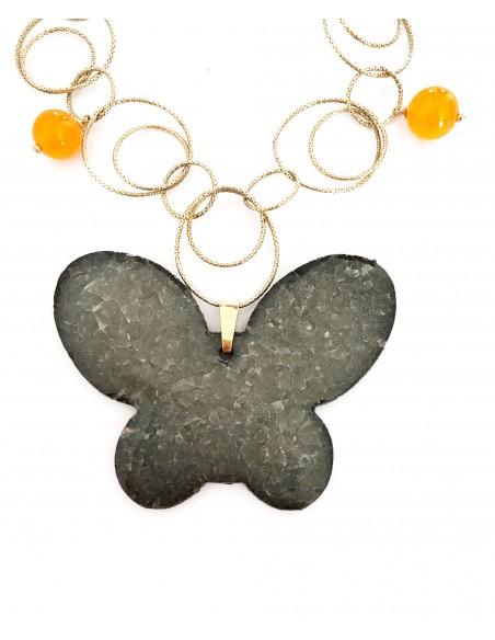 collana con ciondolo in pietra lavica dell'Etna farfalla