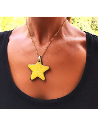 collana con ciondolo stella in pietra lavica dell'Etna