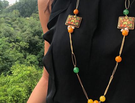 collana con ciondoli in pietra lavica ceramizzata con decoro Fico d'India
