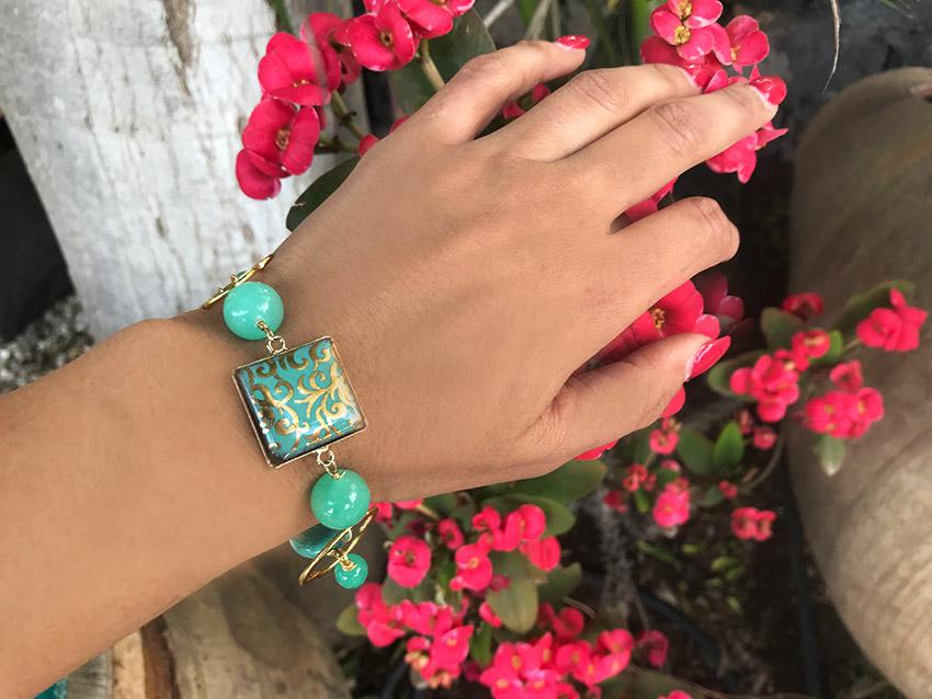 bracciale verde tiffany con charm in pietra lavica